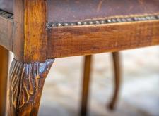 Poltroncina in legno e pelle bordeaux