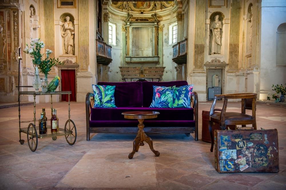 Set fotografico divano in velluto melanzana