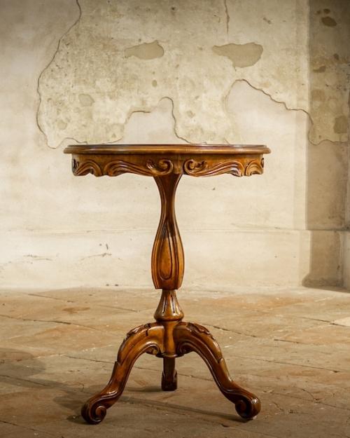 Tavolino rotondo alto in legno