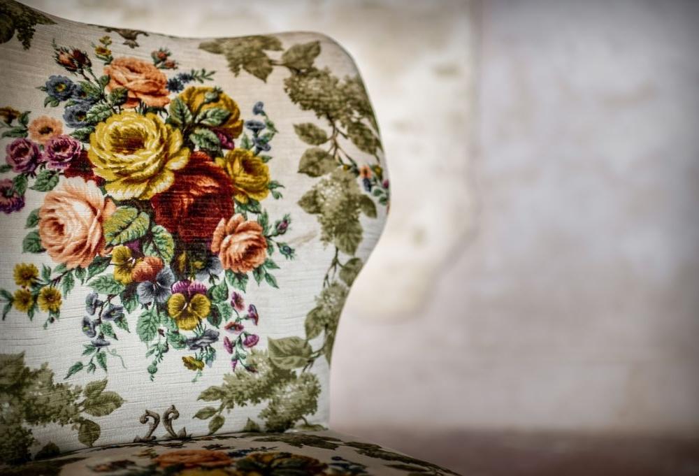 Poltroncina in velluto a fiori
