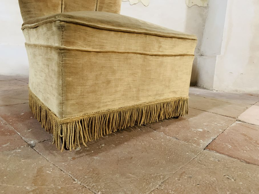 Poltroncina in velluto sabbia